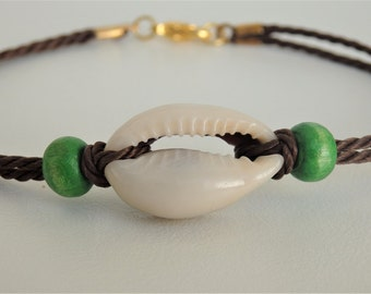 Brown bracelet with shell and wooden beads