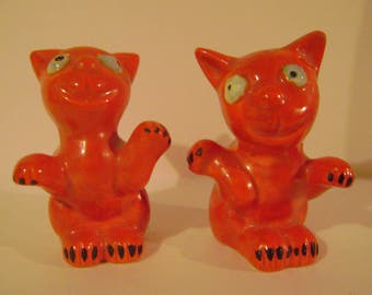 Orange Big Eyed Cat Salt and Pepper Shakers