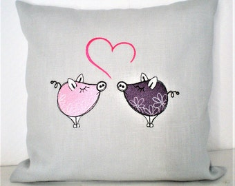 Pillow piggy love 30x30cm embroidered with filling.