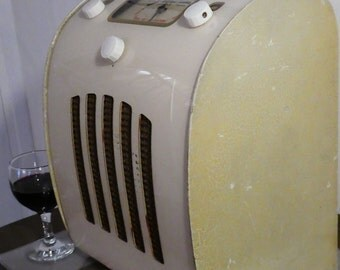 Bluetooth Speaker System 1947 British Ever Ready model C/A Radio with Aux inputs and FM radio.