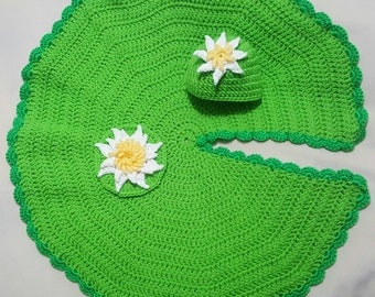 Crocheted Lily pad blanket
