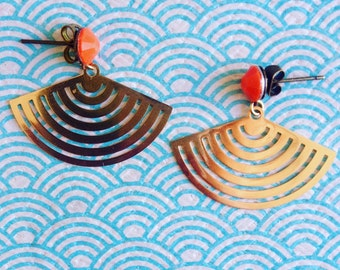 Cabochon and geometric shape earrings