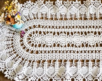 White tender oval tablecloth or crochet doily