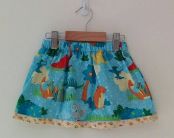 size 2 skirt with elasticised waist and contrast trim and internal pockets *READY TO POST*
