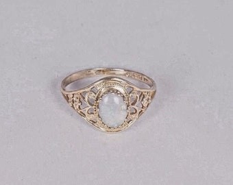 14K Retro Filegree Yellow Gold Opal Ring, size 5.75