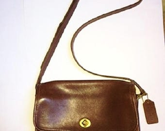 70s 80s Coach Smooth Brown Leather Cross-Body Shoulder Bag Purse
