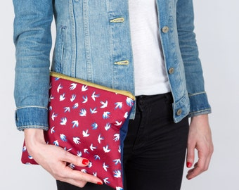Red and blue cover. Printed fabric swallows. Large Pocket worn hand. Padded cover. Red Blue handbag. Maxi Kit