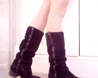 Size UK 5, late 90's vintage black leather and suede flat boots Made in Italy