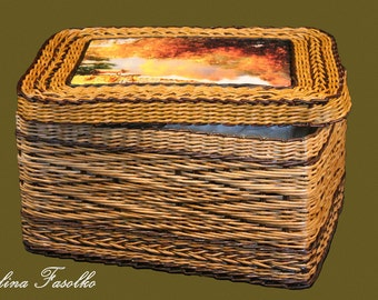 Wicker basket with lid/ A large wicker basket / Wicker laundry basket