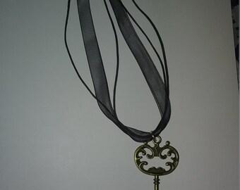 Vintage Skeleton Key in Antique Bronze chocker