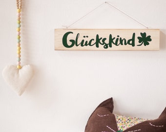 Upcycling wooden shield: lucky dog (dark green