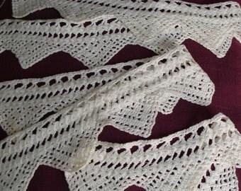Lace (3 u.), hand-made lace.