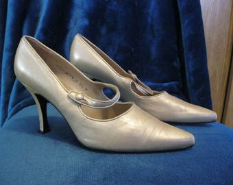Pearlescent Vintage Leather Pointy Toe Mary Jane Pumps - size 8 1/2 - Bridal
