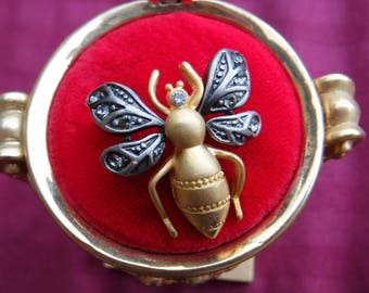 Joan Rivers bee Pin and Gold display Case Black bee    Collectible Jewelry Designer Set repurpose