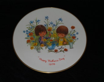"""1976 Gorham Annual Mother's Day """"Moppets - Happy Mother's Day 1976"""" Collector Plate by Fran Mar"""