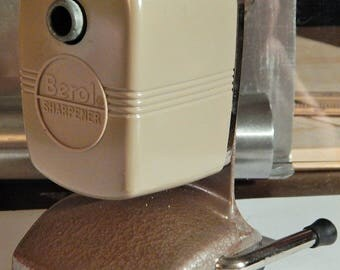 BEROL V-3 Vacuhold Vintage Pencil Sharpener Complete With Original Box (lightly used) Over 35 years old; Micromated Twin Cutterhead