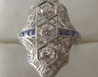 Great beautiful Sapphire and Diamond Art Deco Antique Ring in Platinum