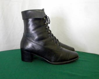 Sz 6.5m Vintage black leather 1990s Women lace up granny ankle boots.