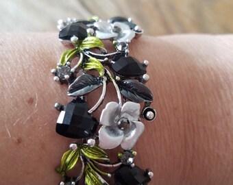 Flower bracelet bw