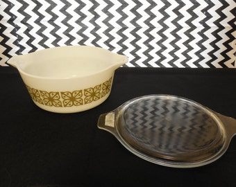 Vintage Pyrex Round Casserole Dish with Flat Glass Lid - Verde Square Flowers 475-B - 2 1/2 QT