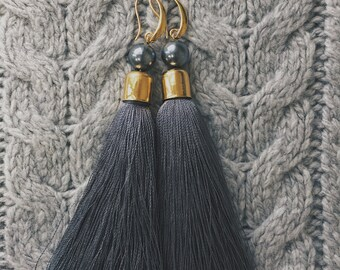 20%OFF Gray tassels earrings