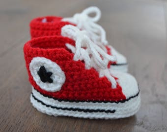 Christmas pregnancy annnouncement - Converse / All Star Baby Booties  - Crochet Shoes for a newborn - Crochet Baby Booties - Gender neutral