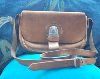 Small vintage shoulder/saddle bag in a beautiful tan brown leather 1970s 1980s