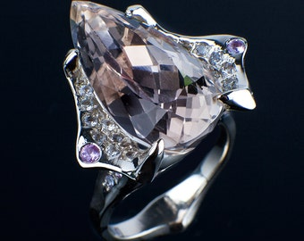 White gold ring 18K with kunzite tear