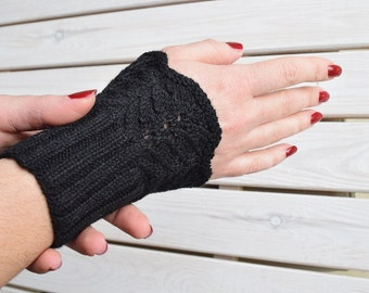 Lace wrist warmers Knitted texting gloves Gothic fingerless gloves