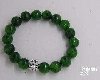 B1223 Green Glass Beaded Bracelet.