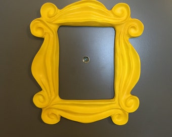 friends frame monica peephole