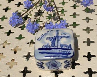 Blue and white trinket box, pin box, ring box, windmill, Holland