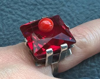 Antique Art Deco 1930's Sterling Silver Square Bright Red Glass Ring