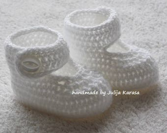 White baby boots, baby girl shoes, slippers for baby girl, crochet baby booties, crochet baby shoes, handmade baby shower gift