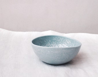 Small bowl, empty pocket, elegant blue porcelain wedding ring