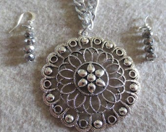 Pretty metal large flower pendant necklace and earring set