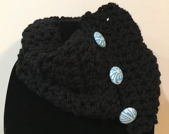 Chunky neck warmer w/ blue fabric buttons