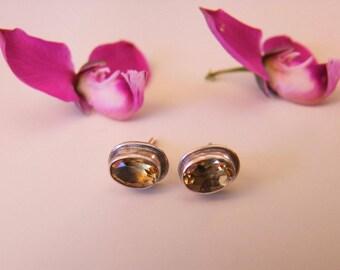 Silver Jewellery. Silver citrine earrings. Silver earrings with citrine. Silver jewelry. Jewelry of silver and semi-precious stones.