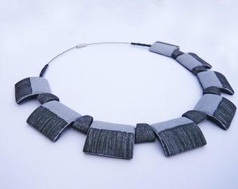 Gray Keys. Contemporary jewel.  Handmade. Necklace of clay. Joya contemporánea. Collar de arcilla