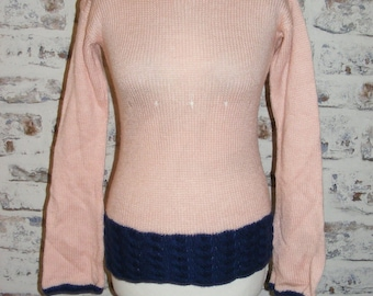 Size 8 vintage 70s handknitted flared long sleeve jumper baby pink/navy (GR82)