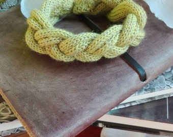 Bracelet braided knit tricot, wool and silk green pear.