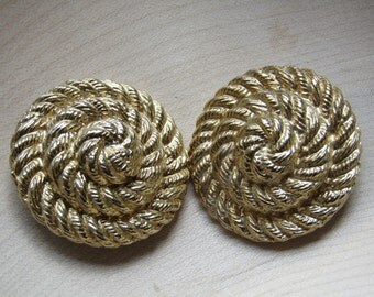 Goldtone clip on vintage earrings