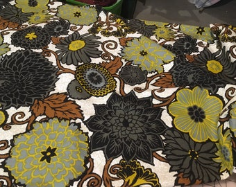 Vintage Bloomcraft 1970s floral cotton in greys, blacks, and browns
