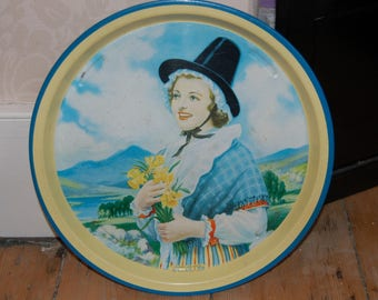 Vintage tin tray Welsh girl with daffodils