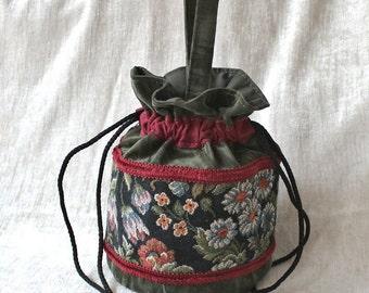Pompadour bags, wristlets, wrist bags, vintage style