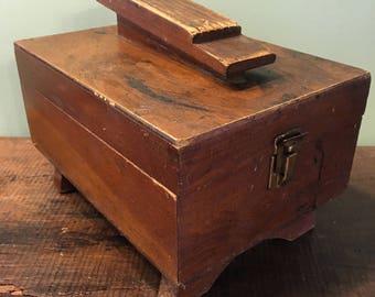 shoe shine box with brushes