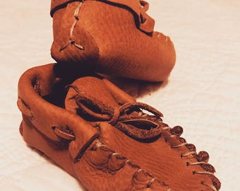 Free Shipping - Baby moccasins - Baby Booties - Leather Baby Booties - Crib Shoes - Baby Shower Gift - Baby Boy - Baby Girl