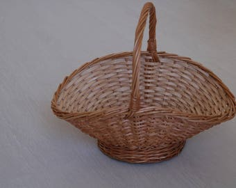 Oval Wicker Basket, fruit basket, handwoven gathering basket, egg basket, Weidenkorb, Wedding Basket, panier en osier, cesta de mimbre.