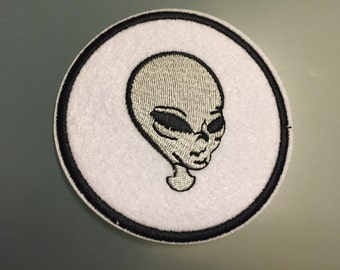 "ALIEN UFO PATCH - Embroideed Iron On Patch - 3"" - E.T."