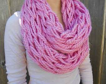 Hand knitted infinity scarf (pink).
